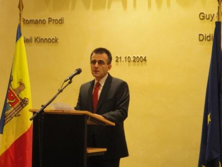 Invitatul de onoare al expozitiei, Excelenta Sa Mihai Gribincea, Ambasadorul Republicii Moldova in Regatul Belgiei